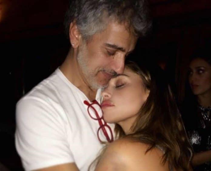 Belen Rodriguez regina dei social: foto col padre e video col figlio