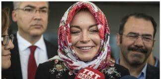 Lindsay Lohan sorprende tutti e si converte all'Islam