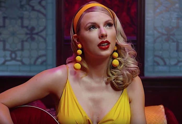 Taylor Swift, in rete video esilaranti Per Taylor Swift è il momento di diffondere in rete video esilaranti. Come riporta People, sono stati diffusi video diTaylor