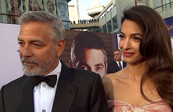 Una figlia di 5 anni per Clooney? Secondo alcune indiscrezioni, ci sarebbe una figlia di 5 anni per Clooney. L'attore secondo quanto riferito d un'indiscrezione del settimanale australiano NW, avrebbe una figlia di 5 anni con l'ex Stacy Keibler.