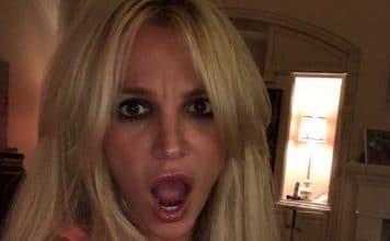 Britney Spears debutta in biondo! Anche la cantante Britney Spears torna in biondo! Britney Spears lascia i capelli castani e torna alla capigliatura bionda.